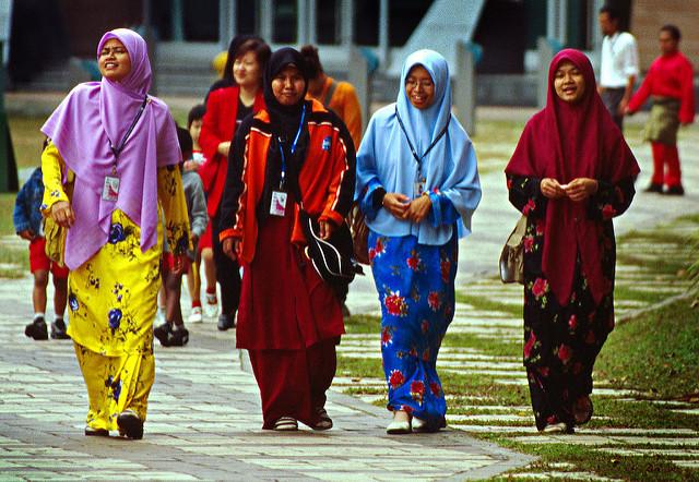 حجاب-در-مالزی-باجوکورونگ-hi-hijab.com
